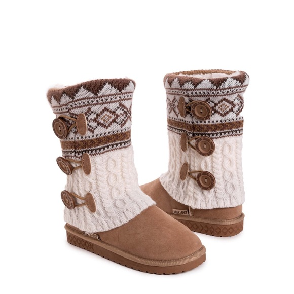 NWT MUK LUKS GEO CABLE SWEATER BOOT CAMEL SIZE 8